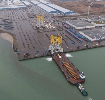 Load-out of substation for Walney 03 Offshore Wind Farm